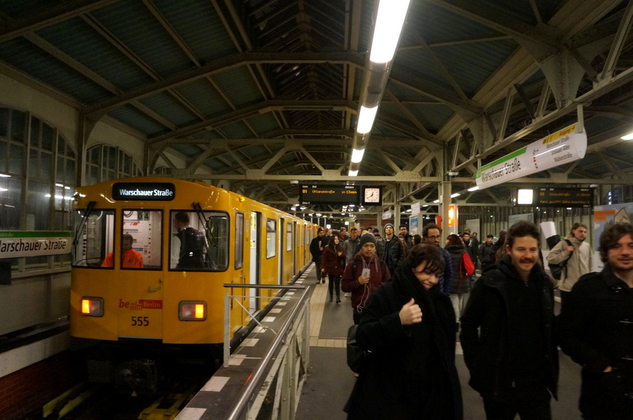 ワルシャワ通り駅からメトロに乗って。_c0180686_23364076.jpg