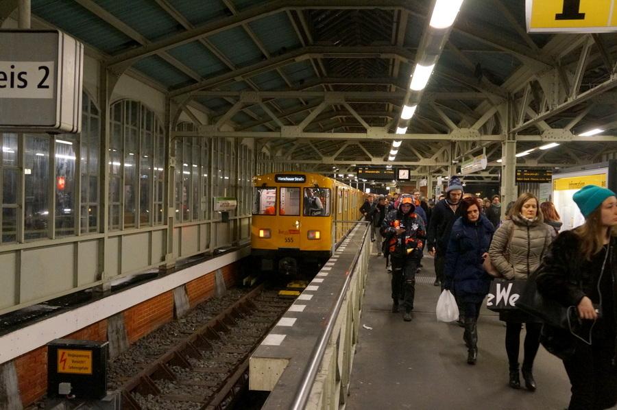 ワルシャワ通り駅からメトロに乗って。_c0180686_23364780.jpg