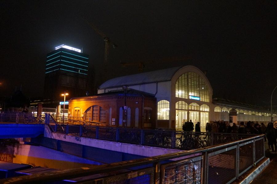 ワルシャワ通り駅からメトロに乗って。_c0180686_23372933.jpg