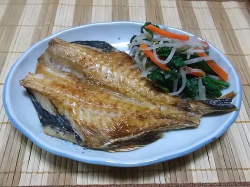 フライパンでシュウマイ&赤魚干物&煮カツ_f0019498_15415993.jpg