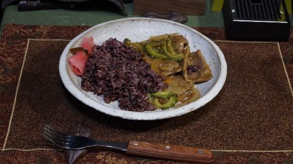 夕飯は本部牛の野菜炒め_e0166355_20504014.jpg