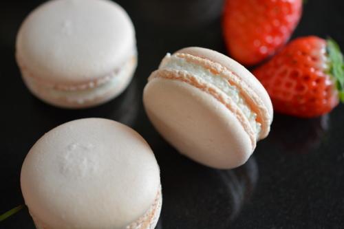 Rose & Raspberry Macarons_c0352090_15174790.jpg