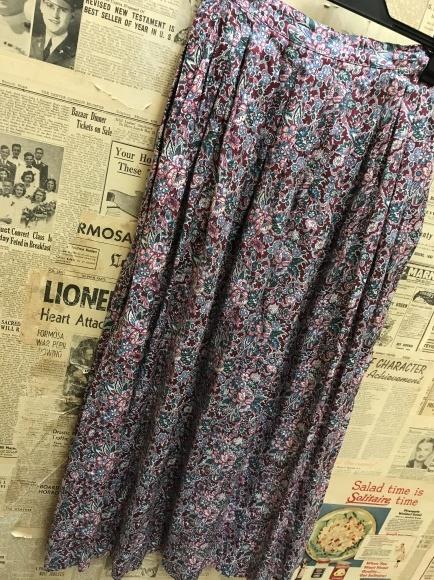 柄スカート追加‼️_a0108963_07304664.jpg