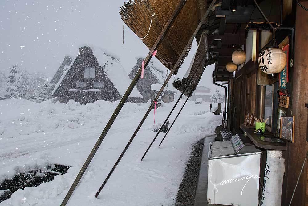雪の白川郷_c0085877_06044790.jpg