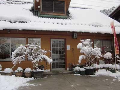 久々にまとまった雪が降りました。_c0194003_09152637.jpg