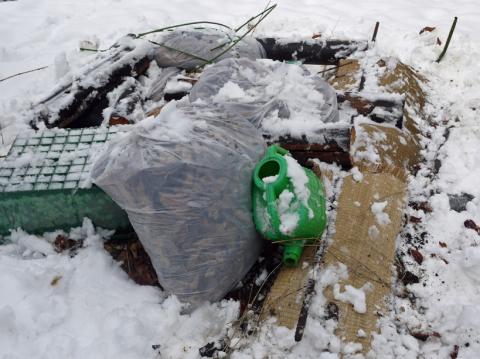 自宅前の雪かき15分で終了したが畑の野菜にまた試練2・2_c0014967_21045224.jpg