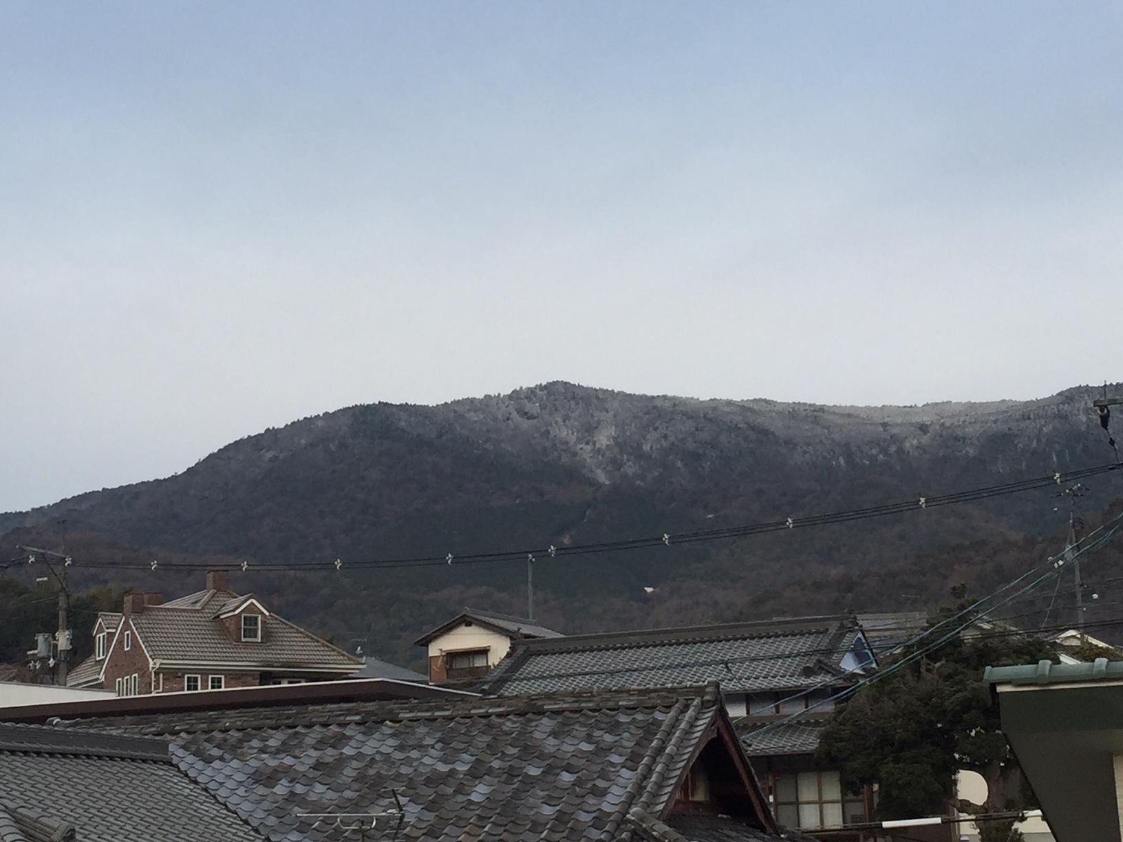 野呂山、うっすら雪化粧_e0175370_12240338.jpg