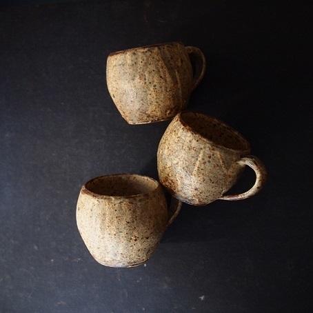 馬渡さんのひび粉引のマグカップ_b0322280_18373783.jpg