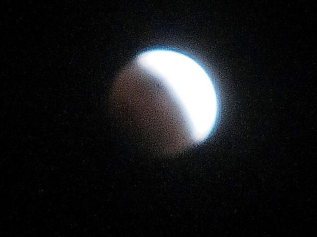皆既日食の写真_d0181492_22422207.jpg