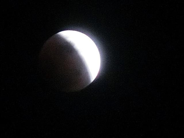皆既日食の写真_d0181492_22423375.jpg