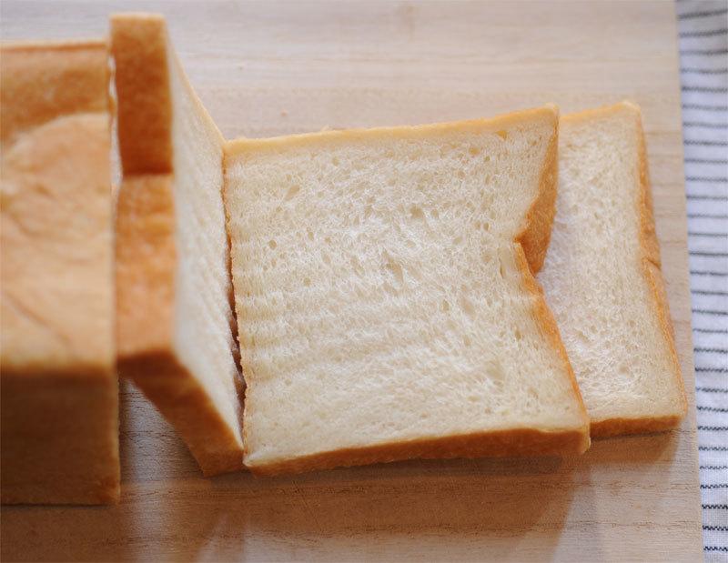 いちごサンド ・ 食パン_c0196673_09171010.jpg