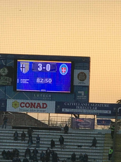 サッカー、パルマ F.C.対ノヴァーラの試合_f0172744_23292773.jpg