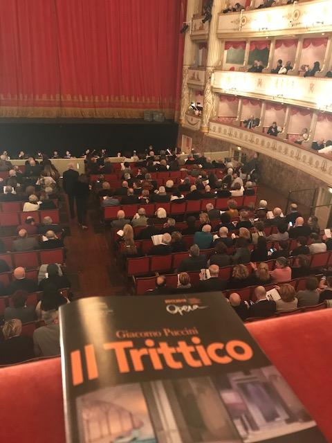 モデナのパヴァロッティ歌劇場にて。_f0172744_5292744.jpg