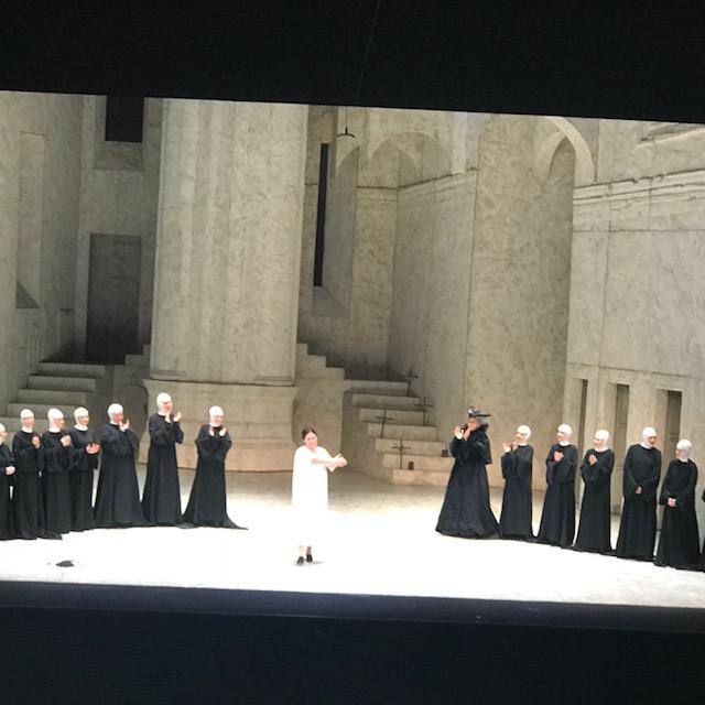モデナのパヴァロッティ歌劇場にて。_f0172744_5295286.jpg