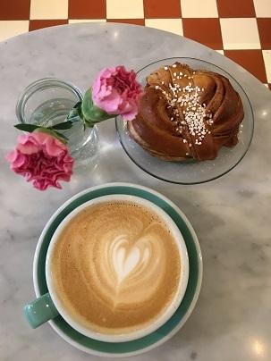Fabrique Bakeryのサフランクロワッサンとサフランバンズ_f0238789_21190814.jpg