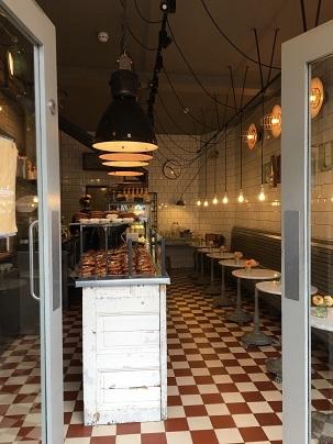 Fabrique Bakeryのサフランクロワッサンとサフランバンズ_f0238789_21194152.jpg