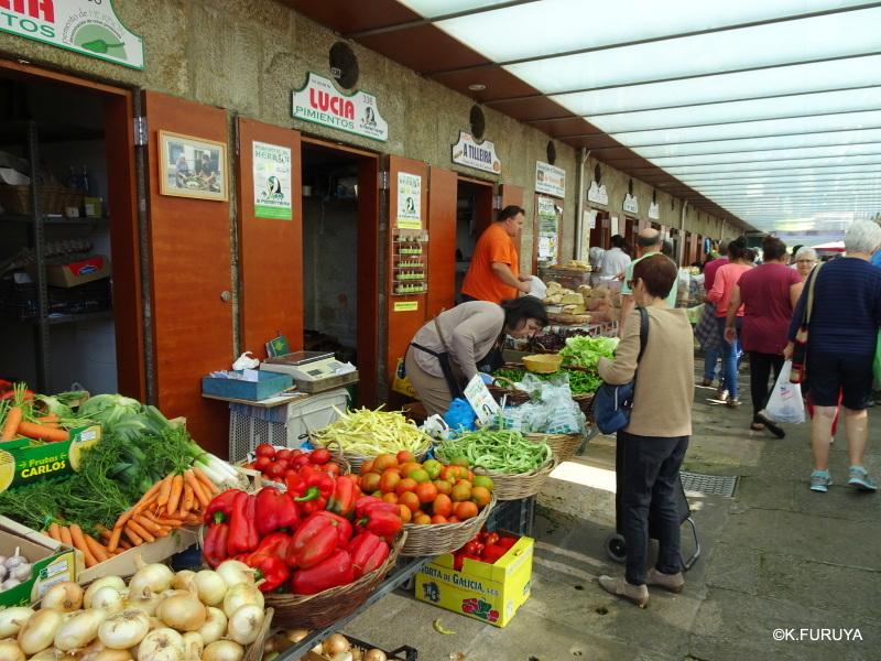 サンティアゴ街歩き その4 食品市場_a0092659_00030601.jpg