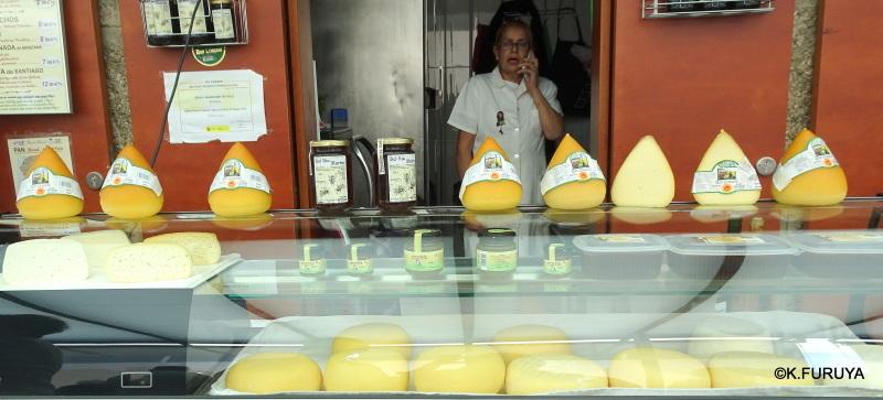 サンティアゴ街歩き その4 食品市場_a0092659_00110559.jpg