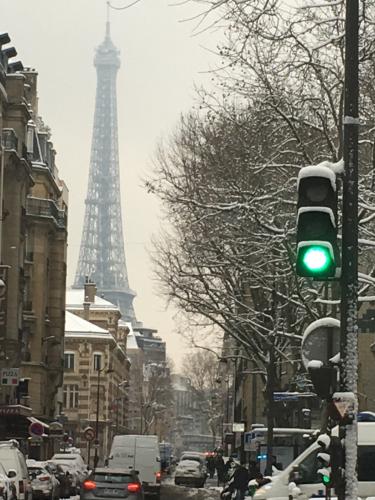 朝の雪のパリ_c0105691_18203368.jpg