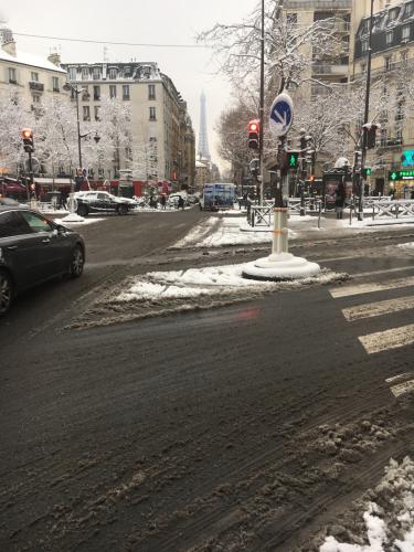 朝の雪のパリ_c0105691_18203867.jpg