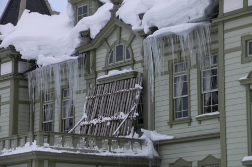 雪が融け 雫が氷柱に 春まぢか_c0075701_10570649.jpg