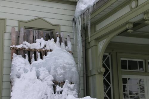 雪が融け 雫が氷柱に 春まぢか_c0075701_12130884.jpg