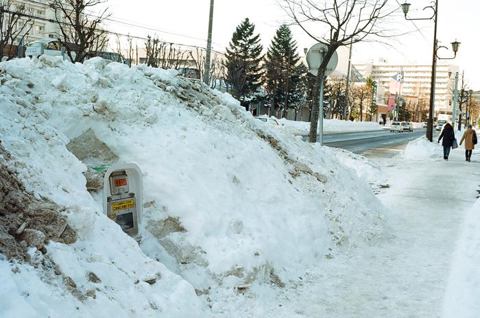 歩道の雪の山とヘルプマークその後_c0182775_172465.jpg