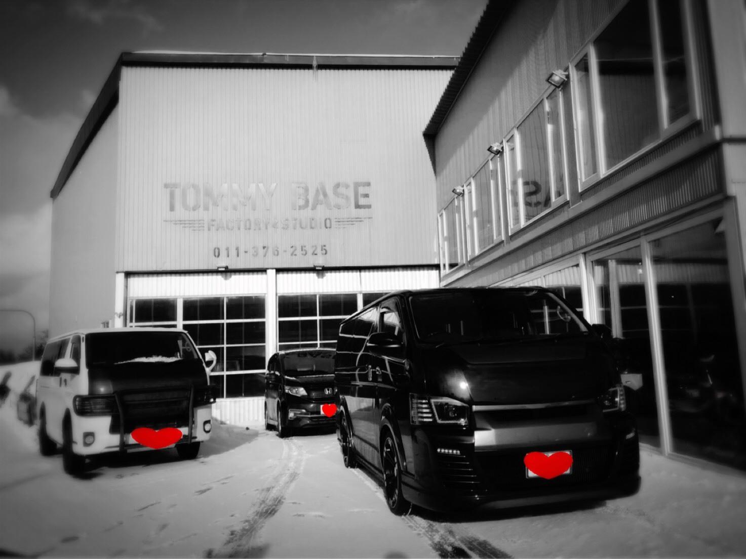 2月9日(金)トミーベース カスタムブログ☆カスタムされたハイエース☆WALDのホイルもはいてますよ☆ハマー ランクル LS多数取り揃え☆_b0127002_10350130.jpg
