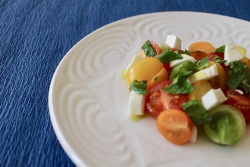 カラフルトマトとモッツァレラチーズのサラダ_f0220354_09184663.jpeg