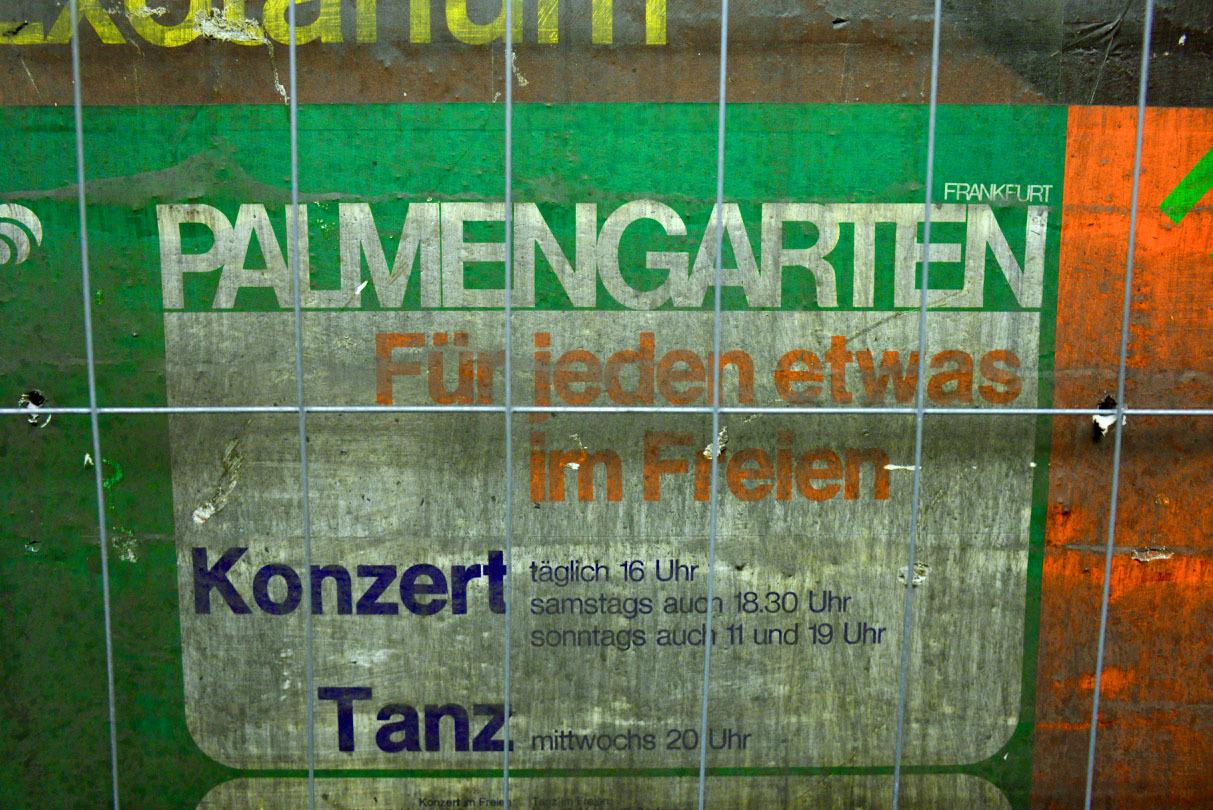フランクフルトの地下鉄駅に現れた1973年の壁_e0175918_22584191.jpg