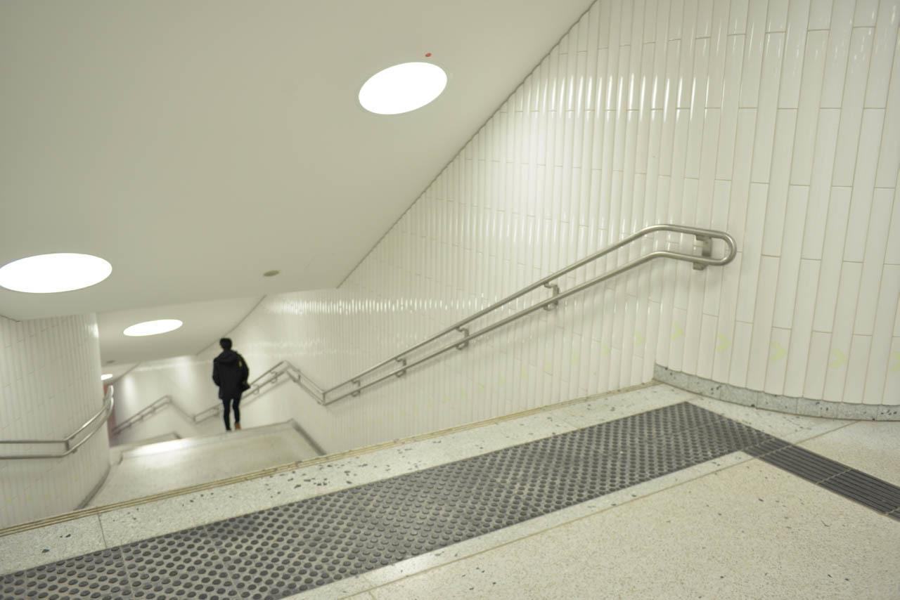 フランクフルトの地下鉄駅に現れた1973年の壁_e0175918_22584676.jpg