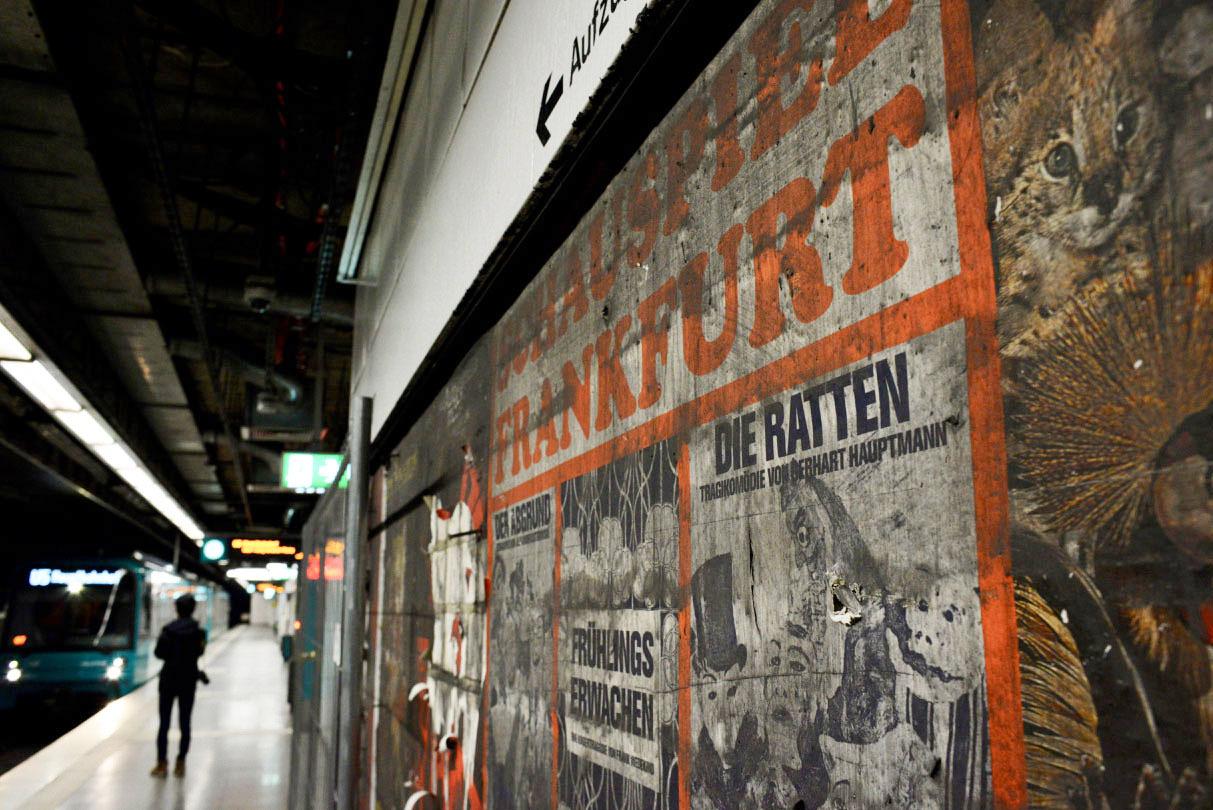 フランクフルトの地下鉄駅に現れた1973年の壁_e0175918_23234358.jpg