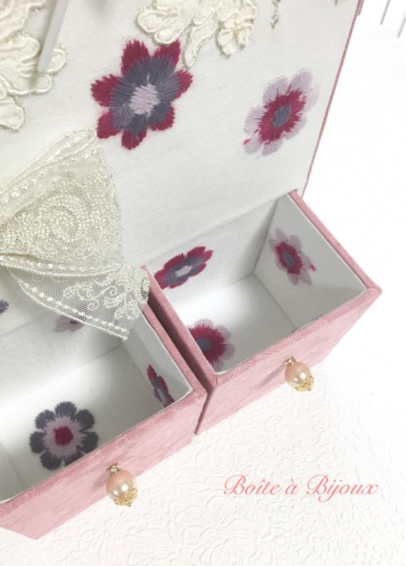 リボン刺繍の置き時計_d0286255_19321922.jpg