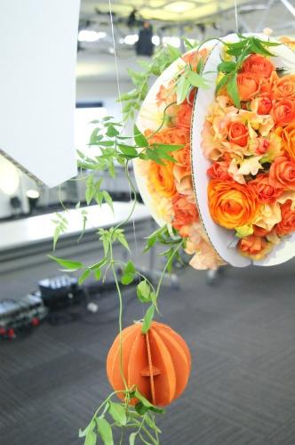 段ボールオーナメントとお花がひとつに_f0215262_01223968.jpg