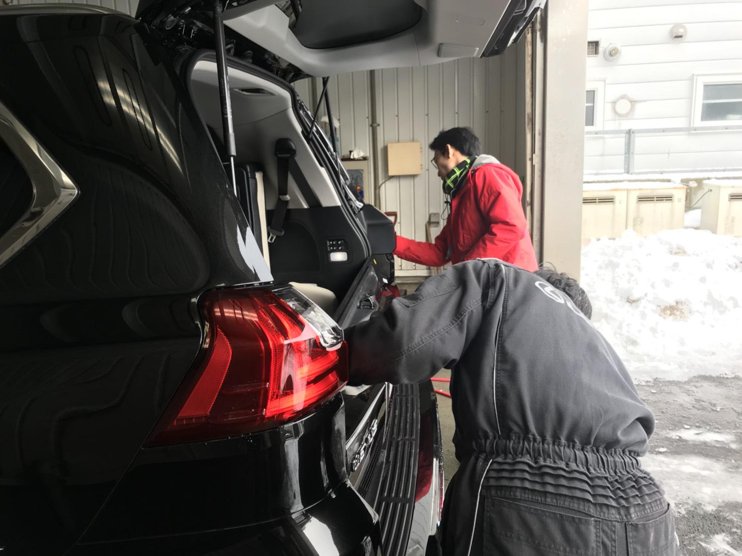 2月11日 日曜日のひとログヽ( 'ω' )ノ 本日、WさまLX570・Yさまハイエース納車!!_b0127002_17572724.jpg