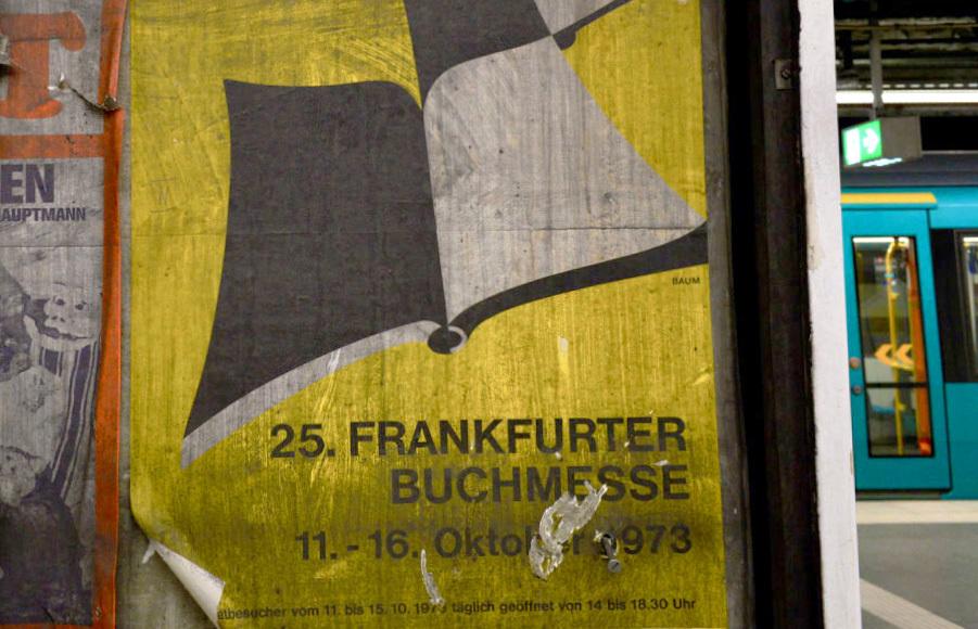 フランクフルトの地下鉄駅に現れた1973年の壁_e0175918_00320449.jpg