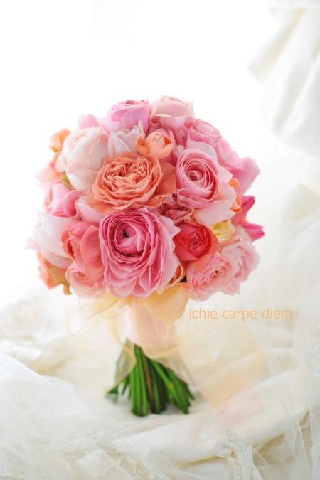 クラッチブーケ ピンクのチューリップをアクセントに 帝国ホテル様へ リストレットと一緒に_a0042928_19134737.jpg