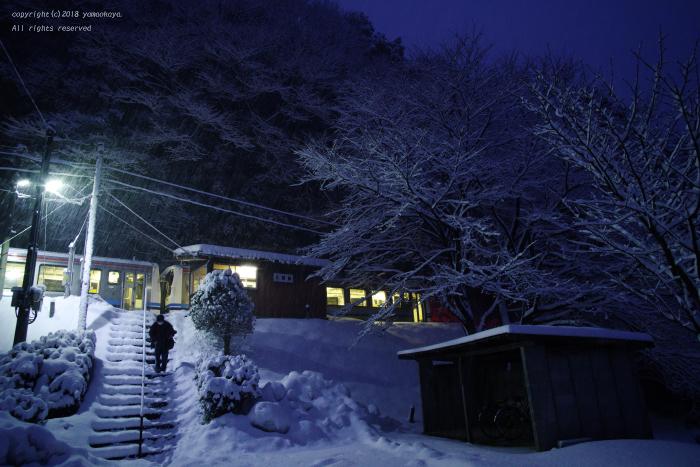 降りしきる雪の小駅で_d0309612_21364735.jpg