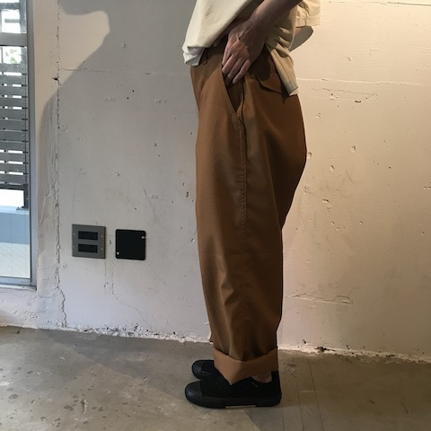 ブラウンのパンツ TUKI_d0364239_21595848.jpg