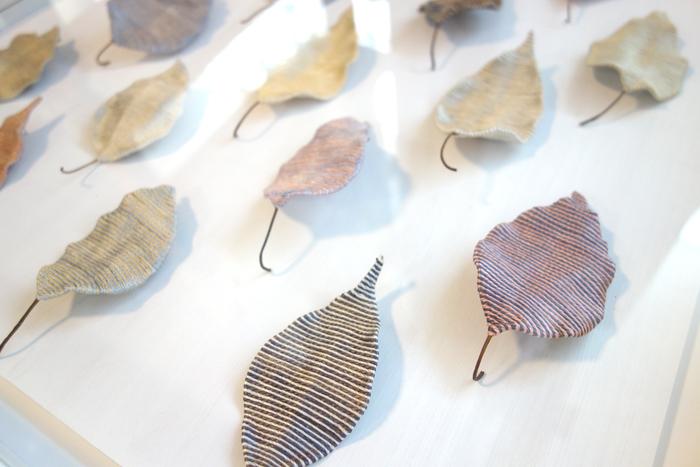 """【小林泰子作品展〜はるいろ】1枚1枚の葉にそれぞれの""""春""""を込めて_a0017350_04311335.jpg"""