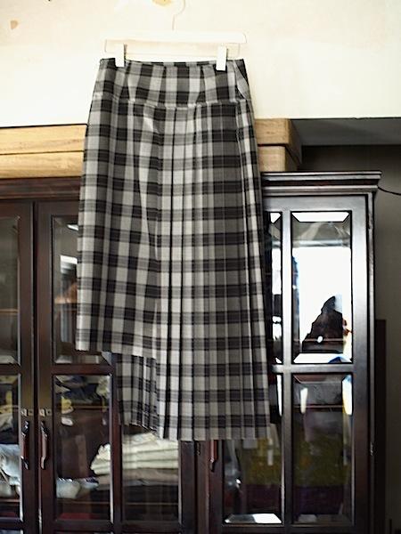揺れ方が美しい!!uemulo munenoli プリーツスカート『DAISY』_e0122680_17204653.jpg