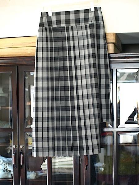 揺れ方が美しい!!uemulo munenoli プリーツスカート『DAISY』_e0122680_17212602.jpg