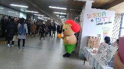 池田駅改札前コンコースにゲストインフォメーション開設_c0133422_14412323.jpg