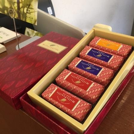 カウンターのお菓子_f0202682_15351375.jpg