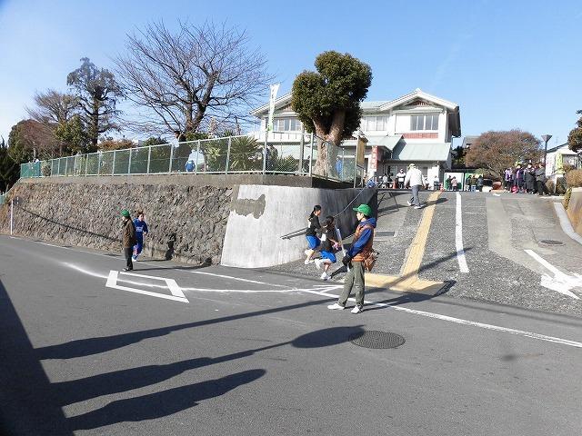 公道を走る駅伝は、各町内の役員の皆さんのサポートが不可欠 「第38回今泉駅伝」_f0141310_08045918.jpg