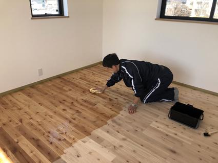 斜めの床はどう塗るの?_a0148909_15094480.jpg