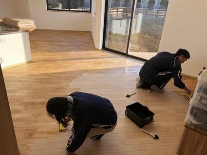 斜めの床はどう塗るの?_a0148909_15094827.jpg