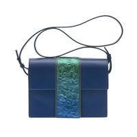 蒔絵のバッグ ショルダーバッグ オーロラの湖面 チタン粉 日本の伝統工芸、漆工芸にかかわる様々な素材と技術にこだわり「伝統を現代に活かす」ミニマムでラグジュアリー、現代の女性の持つ強さとしなやかさを表現した高級感あふれるデザイン  URUSHI SAKAMOTO Wearable MAKIE Shoulderbag aurora Lake Titanium gradation コンパクトで内側にカードを入れるポケットも、結婚式やパーティーなどのフォーマルなシーンにはもちろんカジュアルなシーンやお着物にもお使いいただけます。 #蒔絵バッグ #牛革ハンドバッグ #ショルダーバッグ #グラデーション #オーロラカラー #leatherbags  #Shoulderbag #gradation #MAKIEbag #ミニマムデザイン #ラグジュアリー #高級感あふれる #坂本これくしょん #会津若松市