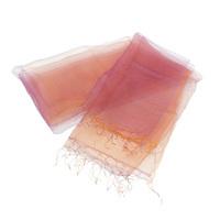 軽やかで美しい シルクオーガンジースカーフ 花衣 はなごろも オレンジ パープル グラデーション URUSHI SAKAMOTO silk organdy scarf flower clothing orange & purple gradation まるで羽衣のような軽やかさが特徴のとても使いやすく坂本理恵が長年愛用しているシルクスカーフ。熟練した職人の「手織り・手染め」ならではの繊細さと緻密さ、人の手の作り出す温かみを感じ取っていただけるシルク製。レンジとパープルの組み合わせが新鮮。外出時やオフィスなどでの冷房対策としても活躍しそう。