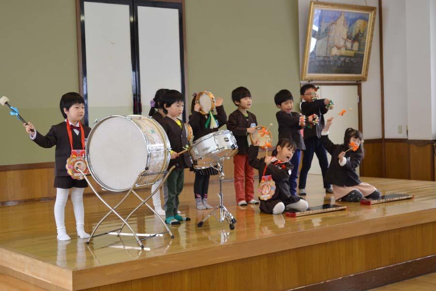 第二幼稚園 2月・3月生まれのお誕生会でした。_d0353789_15024233.jpg